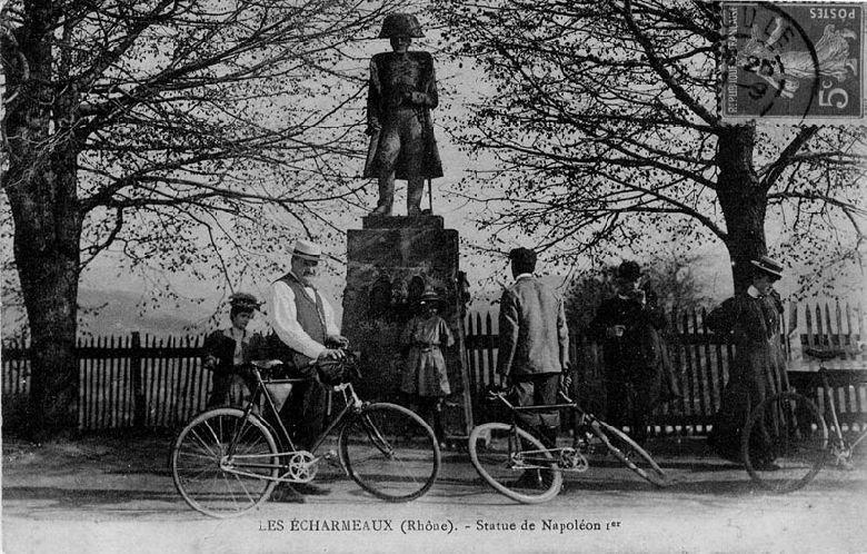 Sculpture de Jean Molette au col des Echarmeaux, patrmoine du Beaujolais vert
